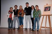 Irene Zoe Alameda con otros premiados y los organizadores del Festival