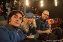 Irene Zoe Alameda con los músicos Daniel Alameda y Antonio Escobar
